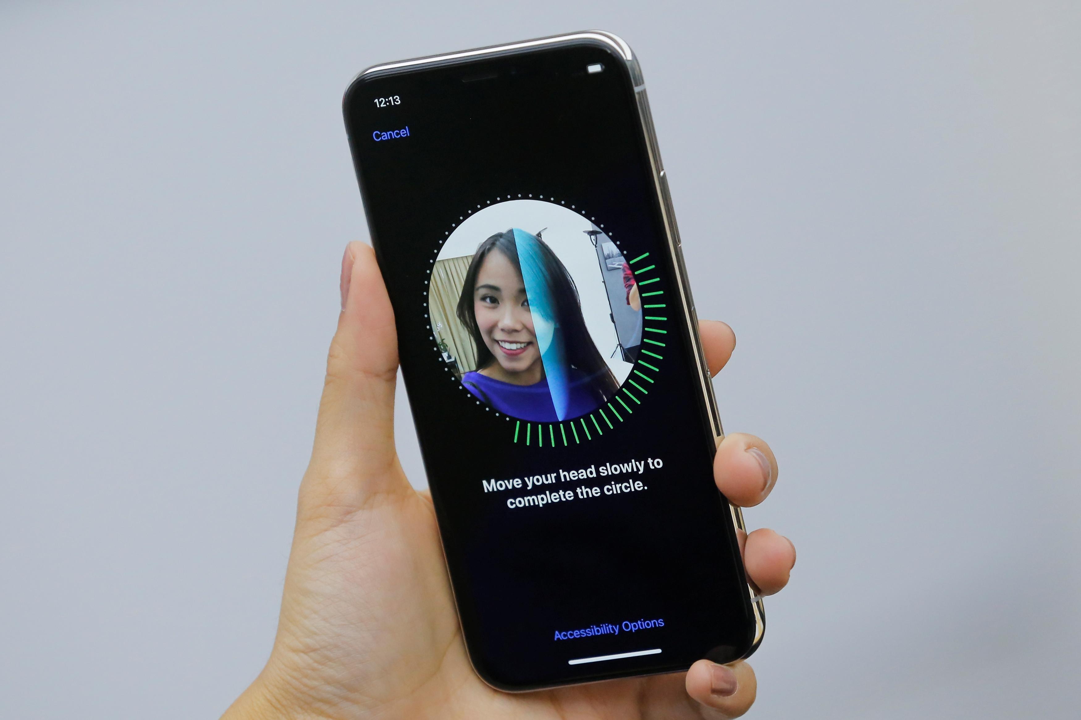 Face ID – iată cum se realizează configurarea, deblocarea și autentificarea